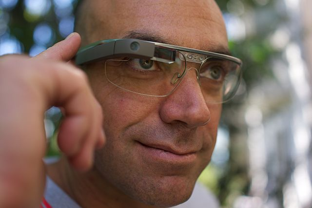 A_Google_Glass_wearer photo Loic Le Meur